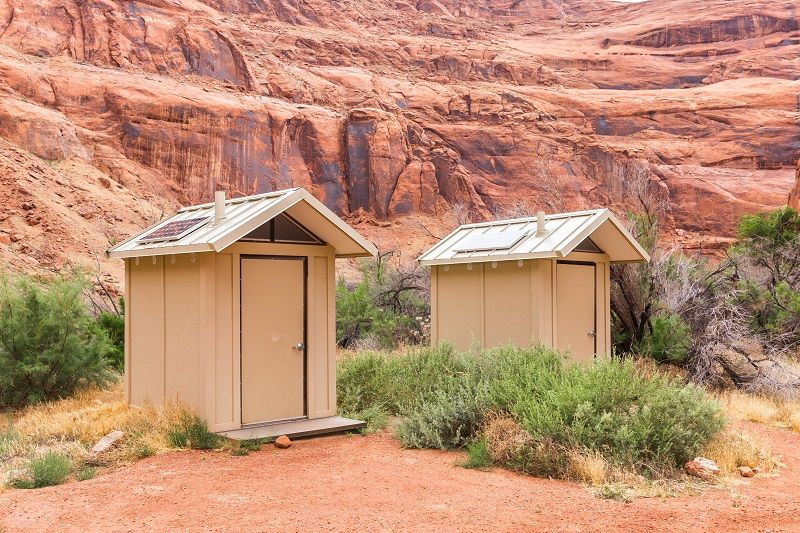 Restroom-with-solar-panels-in-Red-canyon-national-park-in-Utah,-USA-cm