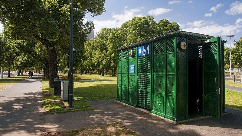 Public-toilet-in-park-cm