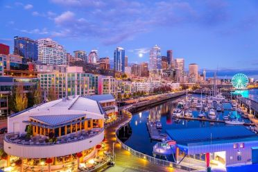 Seattle-at-night.-Beautiful-skyscrapers.-Bright-colors.-cm