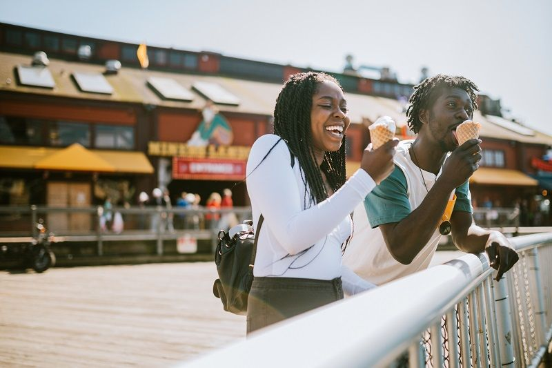 Couple-Enjoying-Ice-Cream-on-Seattle-Pier-cm