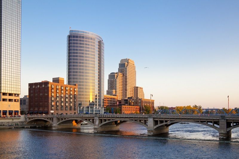 Skyline-of-Grand-Rapids,-Michigan-cm