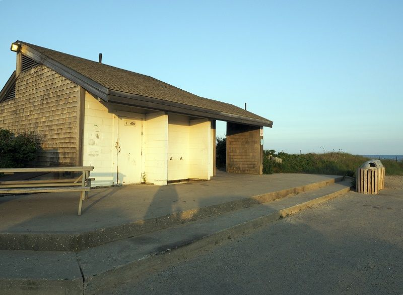 public-bathroom-Ditch-Plains-Beach-Montauk-New-York-cm