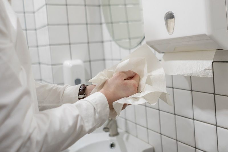 office-worker-take-paper-towel-after-washing-his-hands-cm
