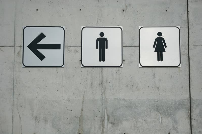 Men and Ladies Signs on Smooth Concrete Wall-cm
